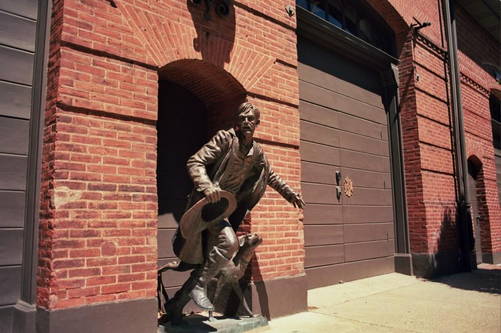Fireman Statue on Queen Street
