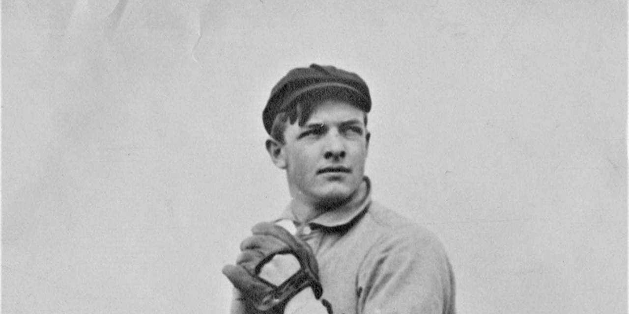 The Giants sweep the Reds, 6 – 2 and 3 – 1, behind victories by Christy Mathewson and Red Ames. For Matty, it is his 35th win.