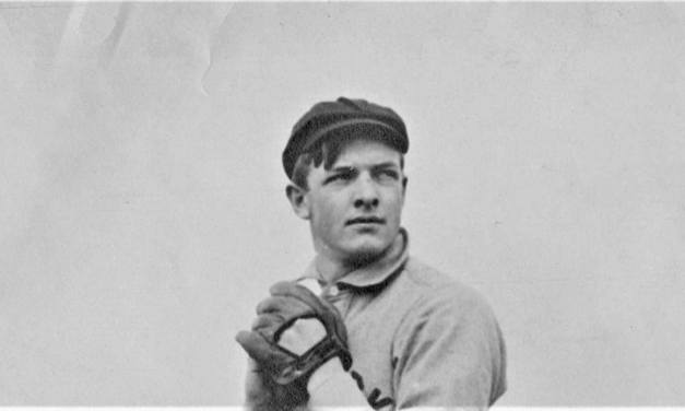 TheGiantssweep theReds, 6 – 2 and 3 – 1, behind victories byChristy MathewsonandRed Ames. For Matty, it is his 35th win.