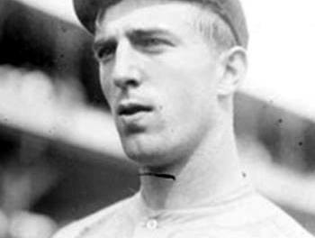 Fred Merkle's 3-run homer offBabe Adamsin the 7th gives theGiantsa 3 – 2 lead overPittsburgh, andChristy Mathewsonpitches the last three innings to preserveHooks Wiltse's win over the Bucs.