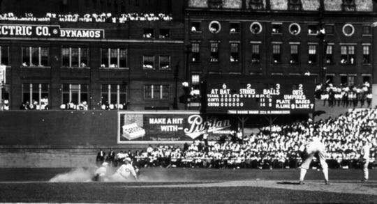 TheChicago White Soxlose the second game of theWorld Series, 4 – 2, to theCincinnati Reds.Lefty Williams, one of eight Sox players involved in a Series-fixingscandal, walks three men in the fourth inning. After the game, he is confronted and attacked by Sox catcherRay Schalk.