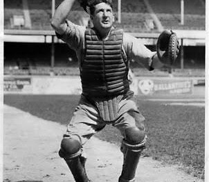 Acting under a new draft agreement with thePacific Coast League, theBrooklyn Robinspurchase the contract of catcherErnie Lombardifrom theOakland Oaks.