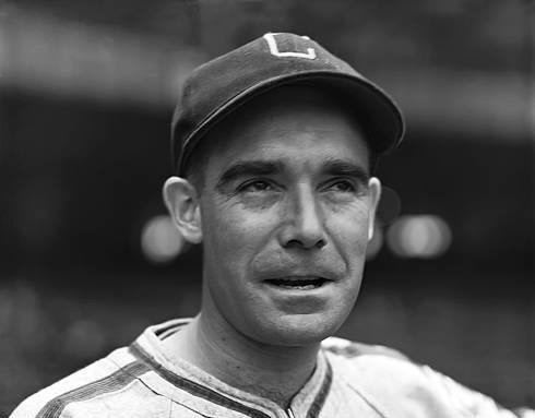 During a 10 – 1 loss to theChicago CubsatWrigley Field,Chicago White Soxsecond basemanJackie Hayescatches a piece of cinder in his eye. The eye will become infected and though he finishes the season, he loses the sight in the eye. In1943, Hayes will lose the sight in both eyes.