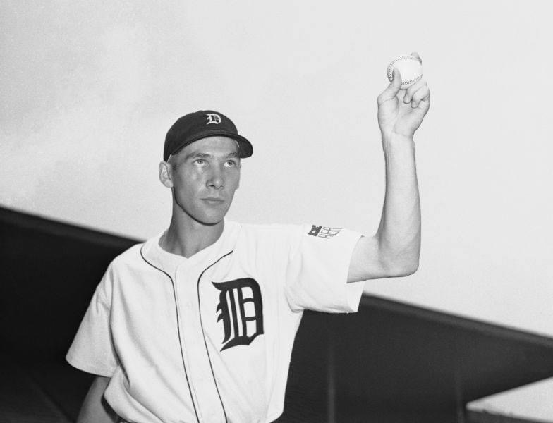 Detroit'sHal Newhousershuts out theA's, 4 – 0, for his 20th win of the year.Hank Greenberghas his 15-gamehitting streakstopped, butRoy CullenbineandDoc Crameradd home runs.