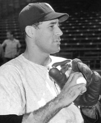 1946–Alex Carrasquel,Chicago White Soxpitcher, signs a three-year contract with theMexican League– the first shot in the event that will dominate baseball even more than the return ofWorld War IIveterans.
