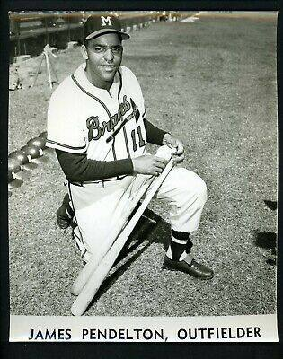 Led by OFJim Pendleton's three home runs, theBravestie theYankees'1939major-league record for the most homers in a game with eight