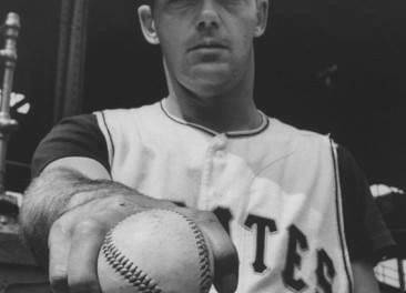 In the second of two games, thePirates, down 5 – 0, tie thePhilliesin the 9th inning, then win in the 10th, 7 – 6. The victory goes toElroy Face, even though he gives up a home run toEd Boucheein the top of the 10th. Face is now 17-0 and the Pirates are just four games in back of the leadingGiants.