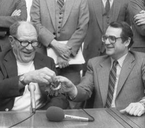 1981–American Leagueowners approve the sales of two franchises, theChicago White SoxtoJerry ReinsdorfandEddie Einhornfor $20 million, and 80 percent of theSeattle MarinerstoGeorge Argyrosfor $10.4 million.
