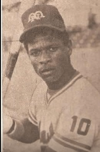 Ponce'sRickey Hendersonsteals his 41st and 42nd bases, breaking the oldPuerto Rican Leaguerecord of 41 set byCarlos Bernierin the 1949-50 season