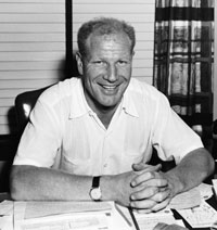 Chicago White Sox president Mrs. Dorothy Rigney agrees to sell the team to Bill Veeck