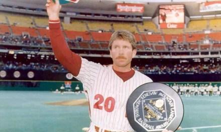 Philadelphia Philliesthird basemanMike Schmidtwins the1986 NL Most Valuable Player Award