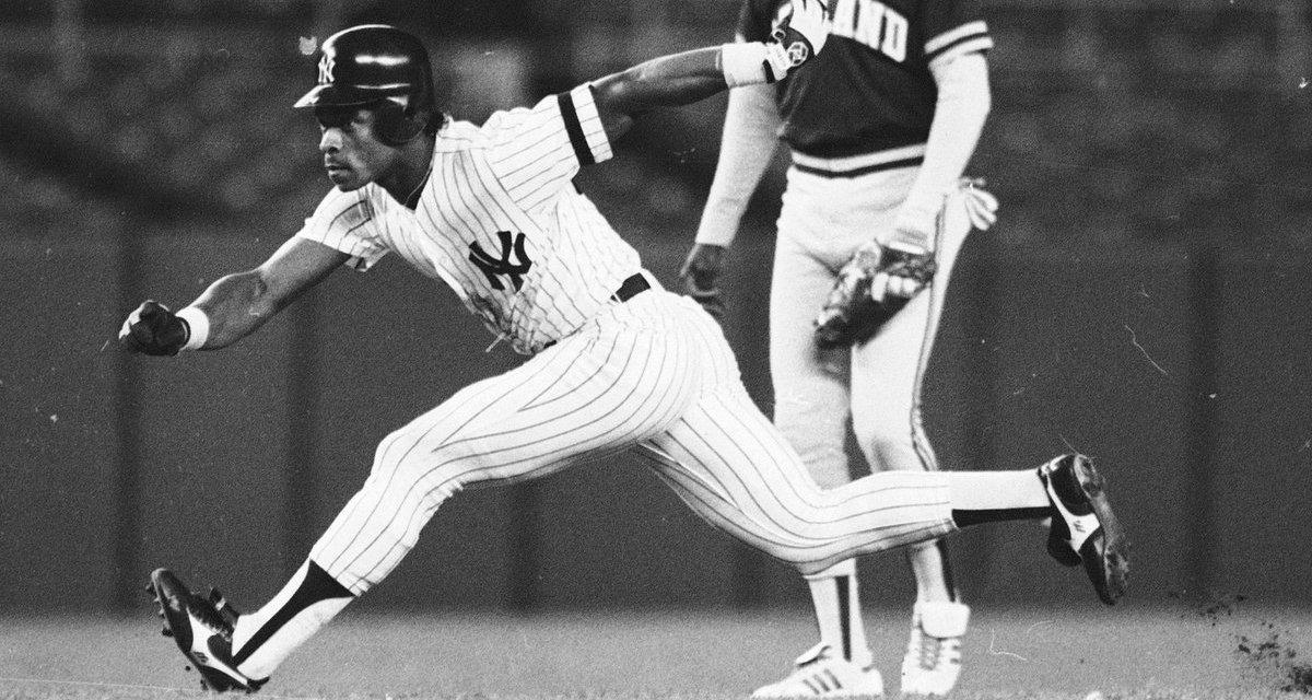 Rickey Hendersonof theNew York Yankeesgets his his 800th careerstolen base