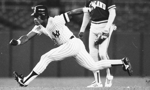 Rickey Henderson of the New York Yankees gets his his 800th career stolen base