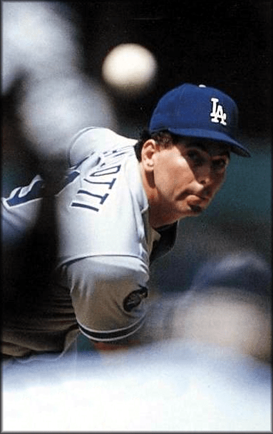 TheLos Angeles Dodgerssign free agentknuckleballerTom Candiottito a four-year contract.