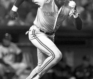 Toronto Blue Jays sign free agent outfielder-designated hitter Dave Winfield