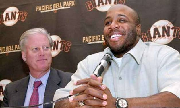 SluggerBarry Bondsavoidsarbitrationby agreeing to a five-year, $90 million deal with theSan Francisco Giants