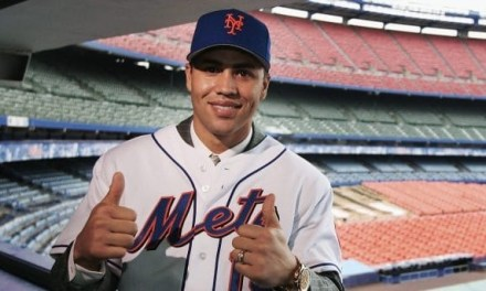 The New York Mets sign Carlos Beltran to play center field for the next seven years.