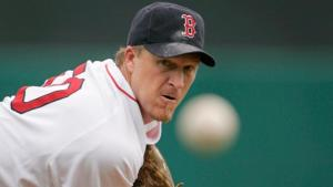 Showing that teams put a premium on pitching, theBoston Red Soxand relieverMike Timlinagree to a one-year contract worth about $3.25 million, and theSeattle Marinersexercise their $6.25 million option on closerEddie Guardado, choosing to keep him rather than explore an uncertainfree agentmarket.