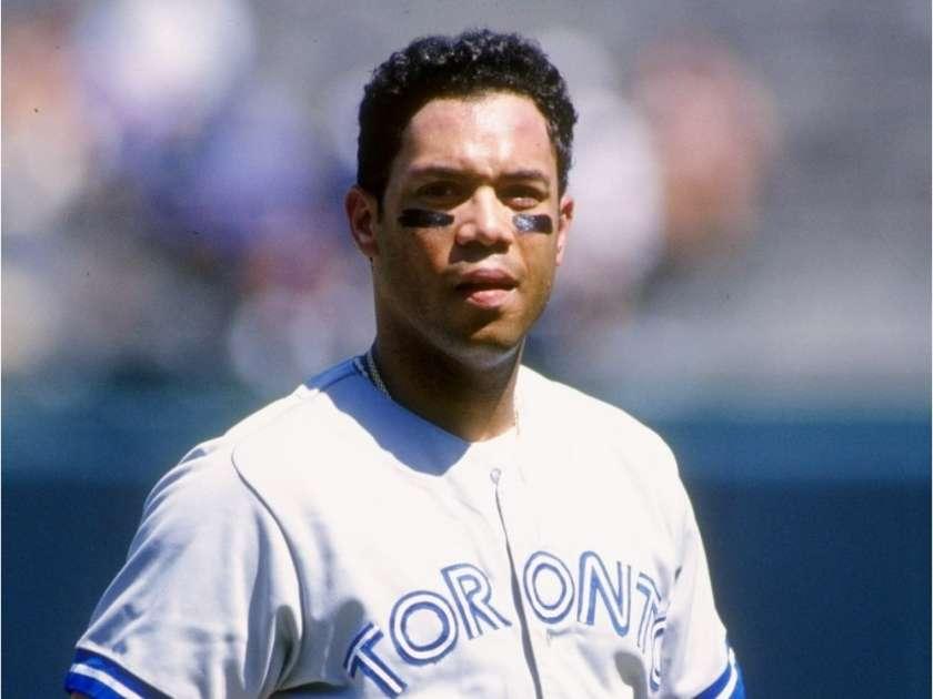 Second basemanRoberto Alomaris born inPonce,Puerto Rico