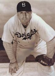 Cincinnati Reds acquire Ernie Lombardi, Babe Herman, Wally Gilbert from the Brooklyn Dodger