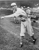 Lefty Grove's 16-game win streak comes to an end on misjudged fly ball