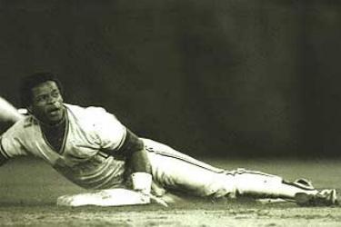 Rickey Henderson steals his 118th base