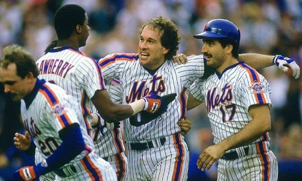 Gary Carter of the New York Mets hits two home runs in a 9-2 win over the San Diego Padres, giving him a record-tying five over the last two games