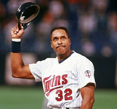 Dave Winfield of the Minnesota Twins reaches the 3,000-hit circle
