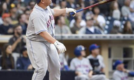 Barto Colon becomes oldest player to hit his first career homerun