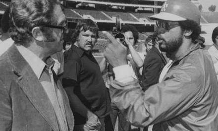 Reggie Jackson gives syndicated columnist Murray Olderman, far left, an earful after Jackson was displeased with his story in Sport magazine