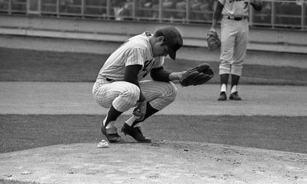 Tom Seaver agrees to take a pay cut