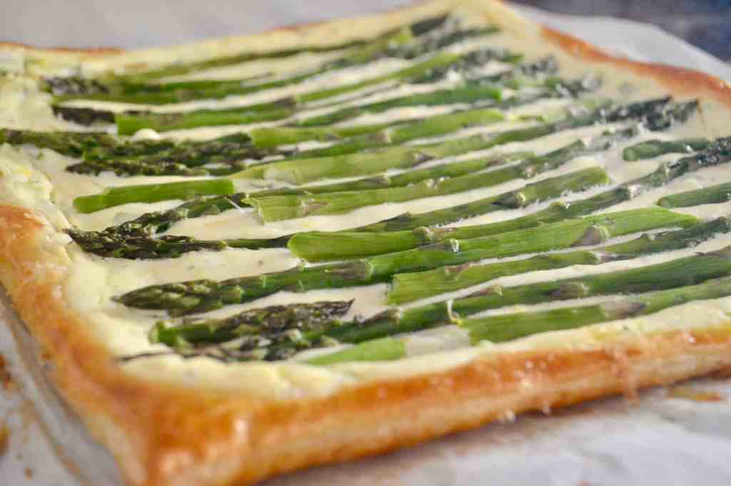 Asparagus Tart with Ricotta and Lemon is made with puff pastry and is an easy recipe for an appetizer or side dish. Great party food for baby or bridal showers, or served on the holidays. #asparagus #tart #ricotta #puffpastry #thanksgivingsidedish #christmassidedish #easter #appetizer #partyfood #appetizerforparty #easyrecipe #brunch #breakfast
