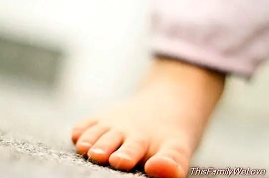 كل ما تحتاج إلى معرفته عن أقدام مسطحة في الأطفال والرضع