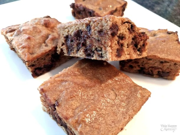 Take a bite out of this blondie! Chewy, chocolatey and filled with cinnamon vanilla batter, you'll want to make Cinnamon Chocolate Chip Blondies again and again. Soft, chewy chocolate chip cinnamon blondies | Clean Eating Desserts | Healthy Chocolate Dessert Recipes | Easy to Make Sweet Treat Desserts | Healthy Homemade Blondie | Simple and Light Dessert | #blondies #recipe #dessert #easyrecipe #chocolate | thishappymommy.com