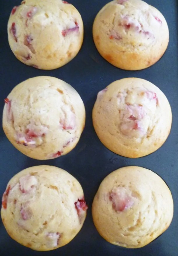 If you love summertimefood, Skinny Strawberry Lemonade Muffins are the perfect snack for you. Each muffinis bursting with strawberry lemon flavour. You can almost drink it up! #muffins #recipe #lemonade | thishappymommy.com