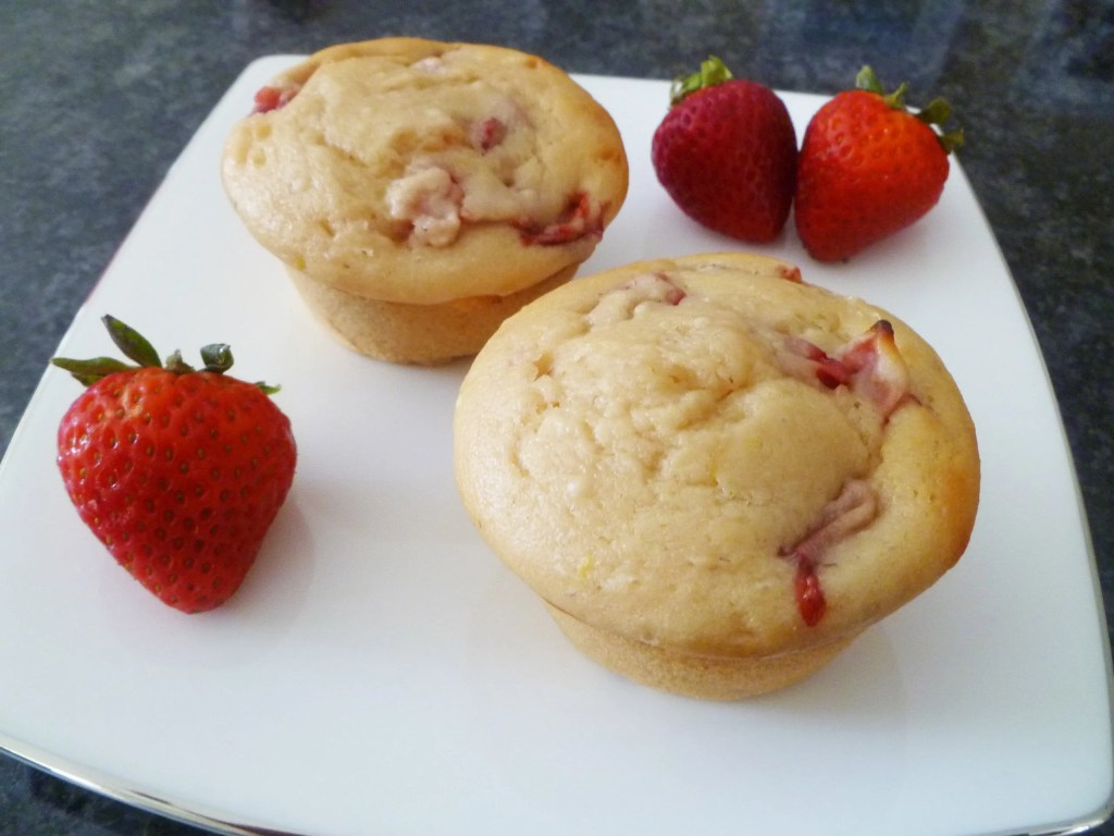 Skinny Strawberry Lemonade Muffins -- Sweet, tart, and bursting with strawberry lemon flavour | thishappymommy.com
