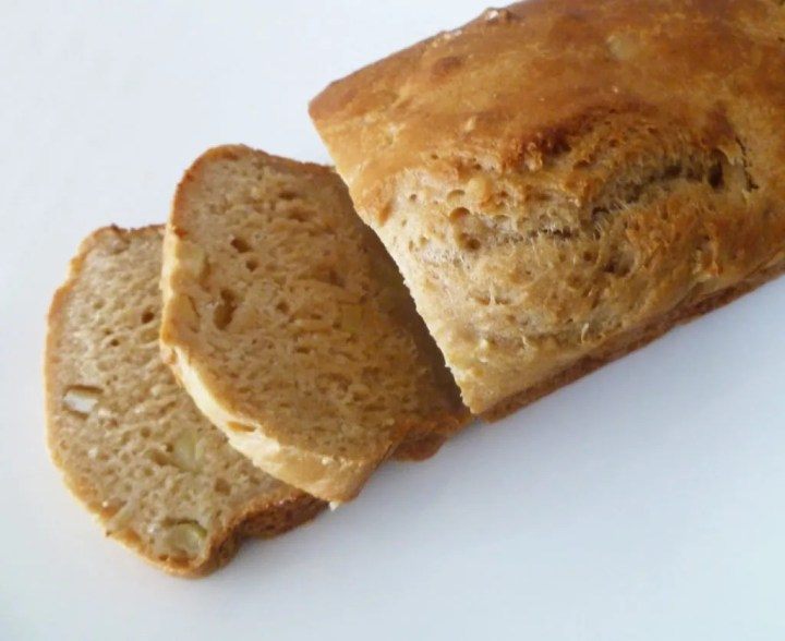 Apple Beer Bread -- apple, honey-wheat flavoured bread takes only 5 minutes to prepare #lowfat | thishappymommy.com