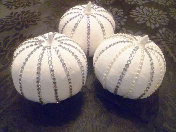 Glam Halloween Pumpkins -- beautiful, safe, kid-friendly Halloween pumpkin craft | thishappymommy.com