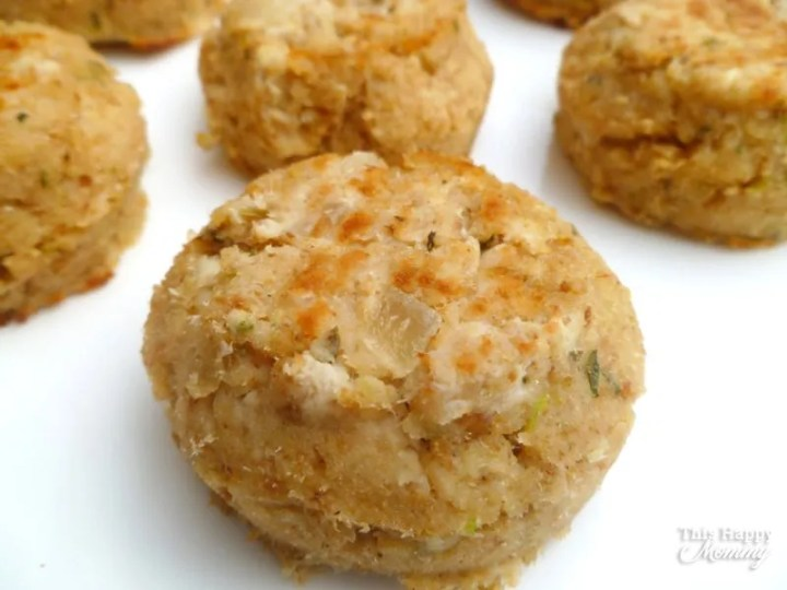 Whether you have too much tuna salad or you want a new tuna dish, Leftover Tuna Salad Patties is sure to please! Within 30 minutes you can have a healthy tasty dish. It's perfect straight out of the oven or cold the next day. | baked tuna patty recipe | healthy clean eating fish recipe | healthy and easy family meal | kid friendly dinner recipe | #dinner #tuna #recipe #healthyrecipe #tunapatty | thishappymommy.com