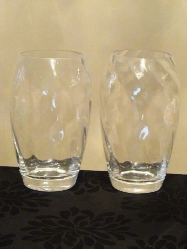 Swirl Painted Vases are a perfect gift or a wonderful way to add a pop of colour around the house.   thishappymommy.com