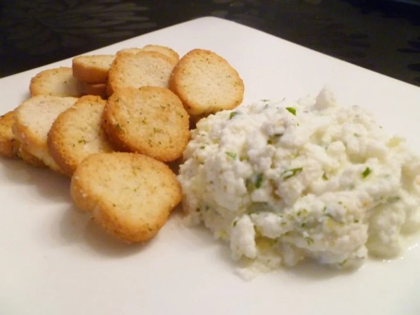Warm Ricotta Cheese Dip -- Deliciously creamy, warm cheese dip filled with savoury flavours. | thishappymommy.com