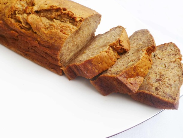 Apple Banana Bread -- Naturally sweetened banana bread with bits of apple baked throughout. | thishappymommy.com
