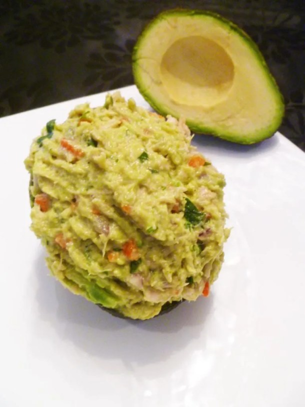 Avocado Tuna Salad -- Healthy, guacamole inspired tuna salad made with creamy avocados, red onions, lemon, cilantro, and roasted red peppers. | thishappymommy.com