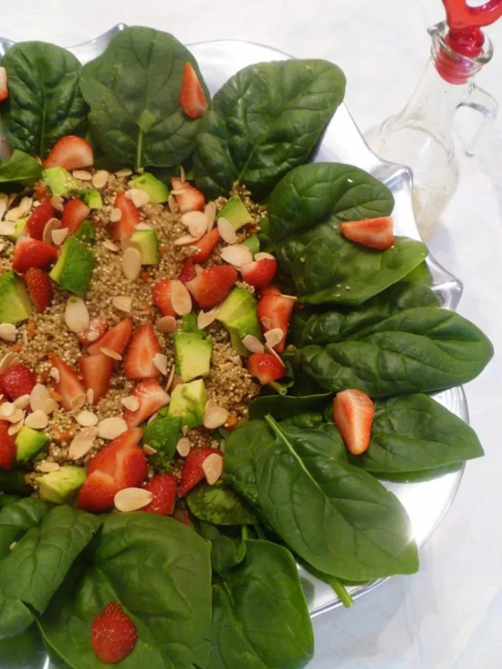 Strawberry Spinach Salad -- A summer fresh salad packed with strawberries, spinach, quinoa, avocados, green onions, roasted almonds and a honey-sweetened lemon dressing. | thishappymommy.com
