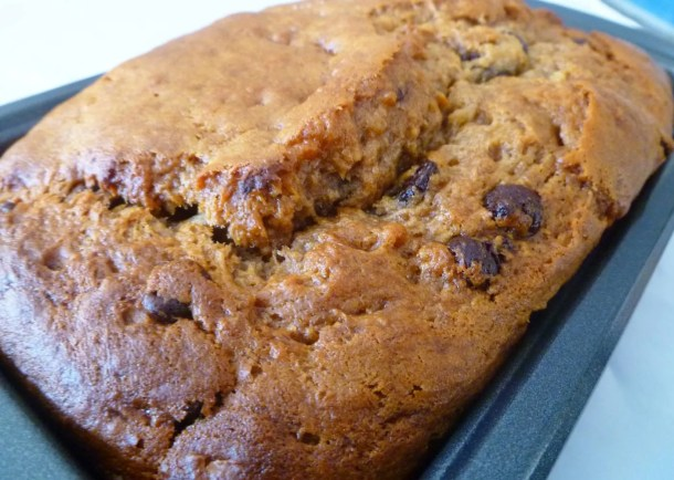 Peanut Butter Banana Bread -- Naturally sweetened banana bread filled with peanut butter and melted chocolate chips. | thishappymommy.com