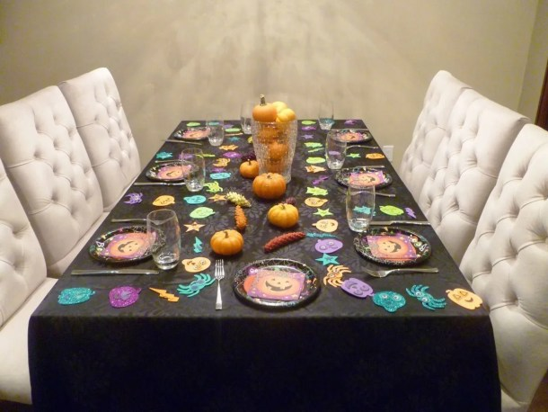 Painted Acorns and a Happy Halloween Party Table