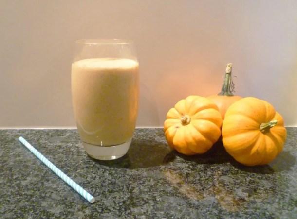 Pumpkin Pie Smoothie -- A yummy drinkable pumpkin pie treat. | thishappymommy.com