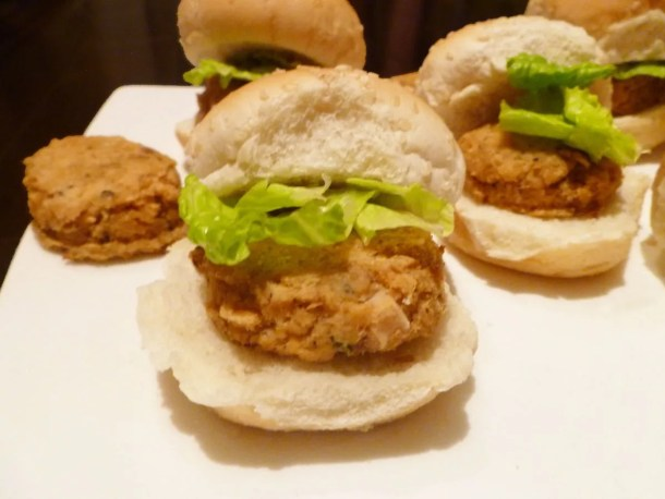 Salmon Pattie Sliders - Quick and easy meal, ready in only 15 minutes. I love this simple dinner. I can throw it together any night. | thishappymommy.com