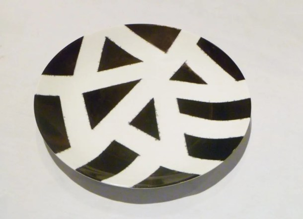 DIY Sharpie Plate -- A homemade decorated plate that's so simple to make.   thishappymommy.com