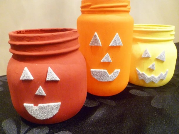 Jack-O'-Lantern Jars -- Celebrate Halloween with some cheerful pumpkin inspired jars. With a pop of fall colour and some sparkly faces, you can enjoy some simple Halloween fun. #halloween #craft #pumpkin #kidfriendly #jarsthishappymommy.com